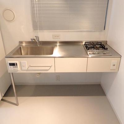 キッチンもほっそり。※画像は別室です