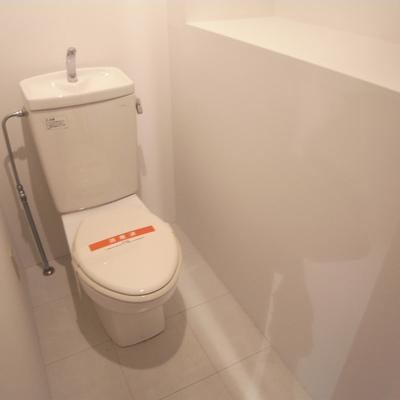 トイレがけっこう広いんです。※写真2階の同間取り別部屋です