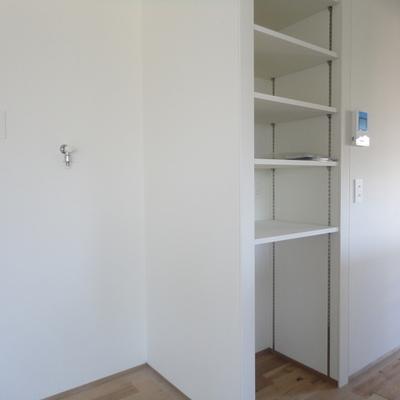 キッチン後ろの棚