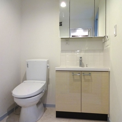 トイレと洗面台 ※写真は別部屋
