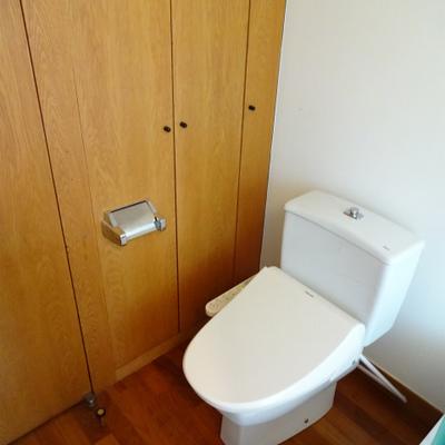 トイレがお風呂の手前に*写真は別部屋です