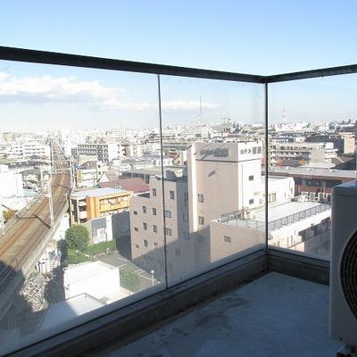 ベランダの柵がガラスです。 ※写真は別部屋です。