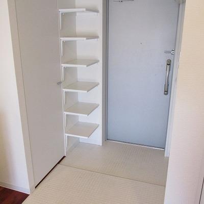 玄関も広めです。 ※写真は別部屋です。