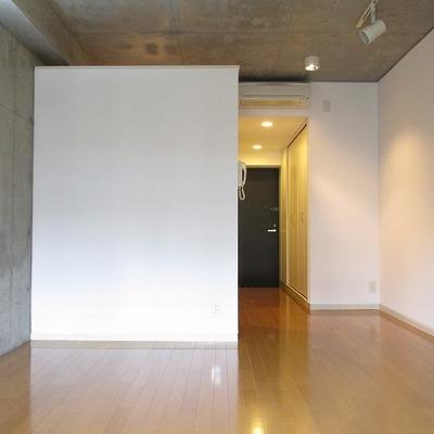 広さも十分あるので家具も置きやすいです。