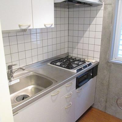 キッチンも2口でお料理もしっかりできます。