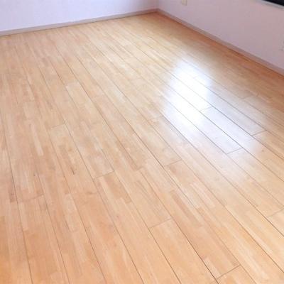 無垢床にウレタン塗装