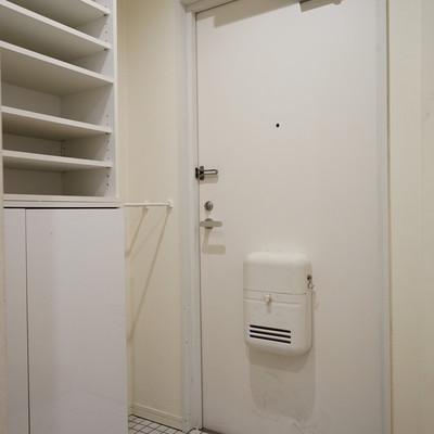玄関は可愛い白タイルに♪※前回募集時の写真です