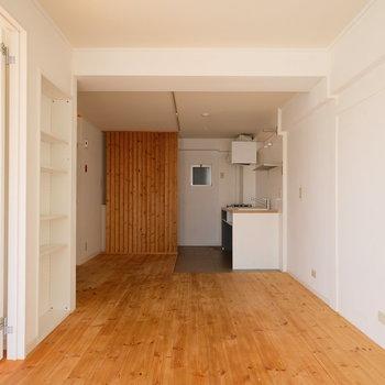 キッチン横はダイニングに使える広さ
