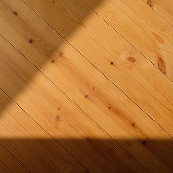 無垢床もいい感じに味が出てます。