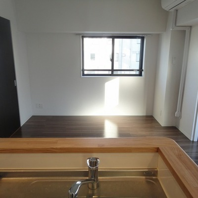 明るいお部屋を向いてお料理※画像は601号室