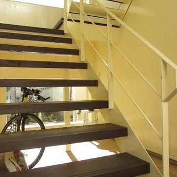 共有部の階段