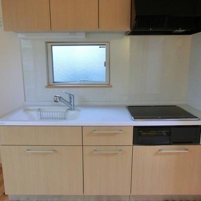 3口IHコンロの木目調キッチン※写真は過去のものです