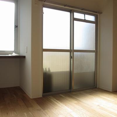 棚板の下を収納スペースしするのもいいですね ※前回募集時の写真です