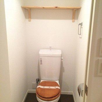 トイレは交換済み、木製便座になっています※写真はリノベーション当時のものです