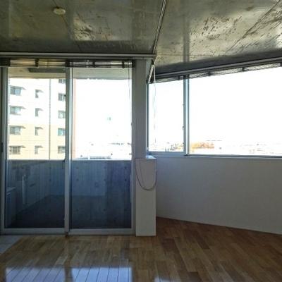コンクリ+無垢材の贅沢空間※写真は前回募集時のものです