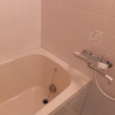 お風呂は追い焚き付きです ※写真は前回募集時のものです。