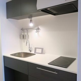 キッチンはTOMOSオリジナルのグレーカラーに※前回募集時の写真です