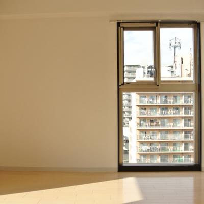 1つ窓が多いだけで全然明るさが違います※写真は801号