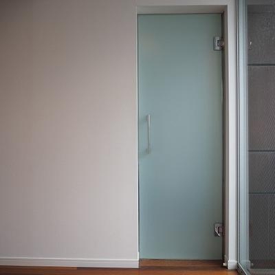 この扉の向こうにお風呂が...