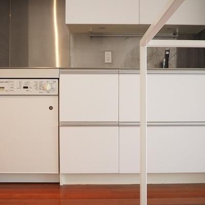 キッチン収納もたくさん!