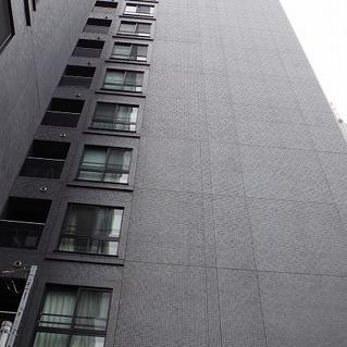 黒くてかっこいいマンションです!