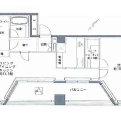 玄関が真ん中にあってサイドいnリビング、寝室があります
