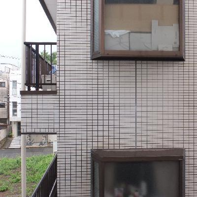 おとなりのマンションが近いので眺望は期待できません。。
