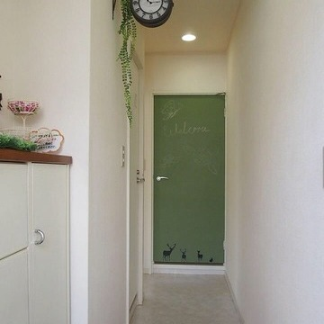 ドアは黒板塗装