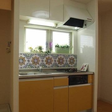 キッチンタイルもかわいい