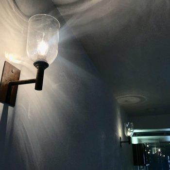 【デティール③】間接照明のコントラスト