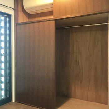 【洋室】なんと収納中にエアコンが。