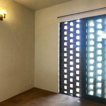 【洋室】こちらは寝室に。