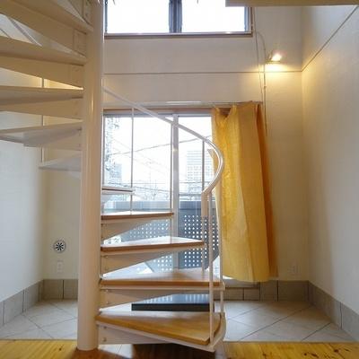 うつくしい螺旋階段・・・※写真は別部屋です