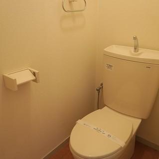 トイレは広め