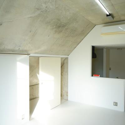 天井の低い部分でも立てますよ♪