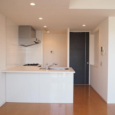 対面キッチンのシュとしたデザイン
