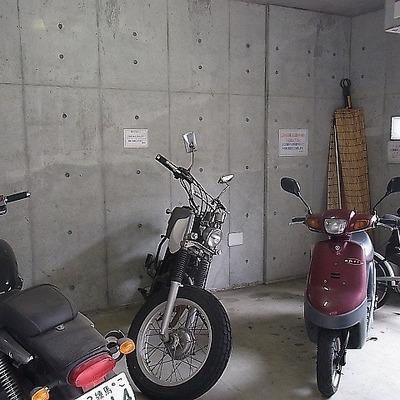 自転車もバイクも置けます!