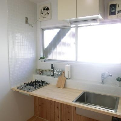 キッチンに窓があるのもいいですね ※写真は1階の同間取り別部屋のものです