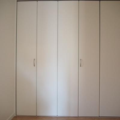玄関の左側のお部屋です!少し特殊な間取り