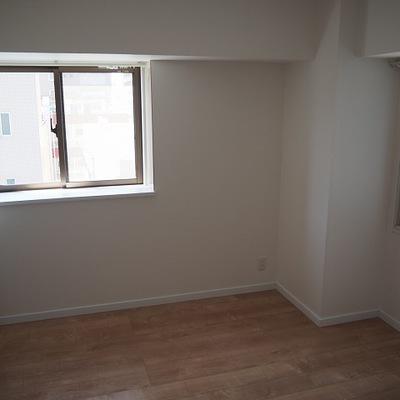 玄関でて右のお部屋です!