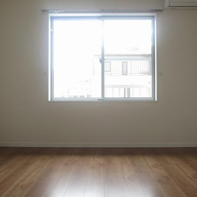 2階部分。明るいお部屋でございます。