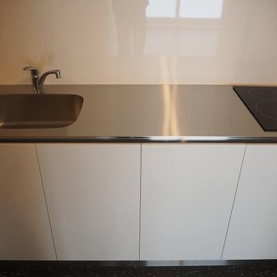 キッチンはシュとしたデザイン!
