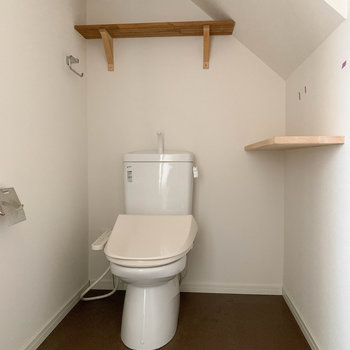 トイレの個室も、なんだか広めなのです。※写真は工事中、通電前、クリーニング前のものです。