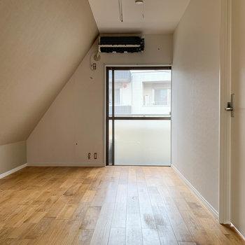 2人暮らしにも向いた、1LDKのお部屋です!※写真は工事中、通電前、クリーニング前のものです。