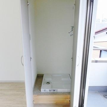 洗濯機置き場は目隠しされています