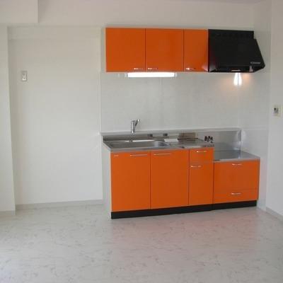 ビビッドなオレンジのキッチンは元気の源!!