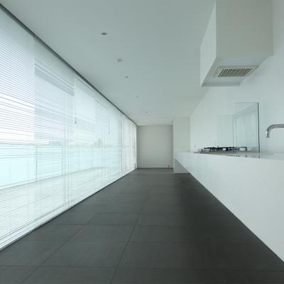 ガラス張りの空間