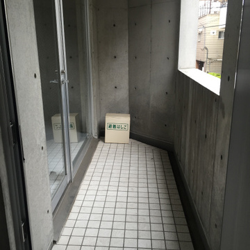 玄関あけると、すぐテラス。※写真は前回募集時のものです