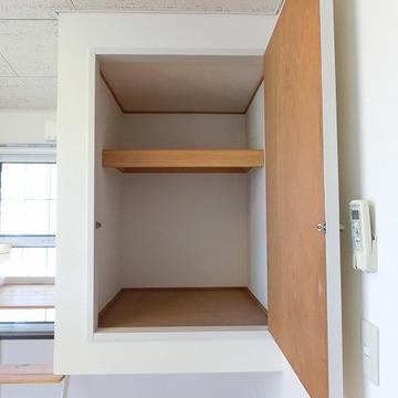 収納はわりと奥行きのあるタイプ ※写真は2階の似た間取りの別部屋