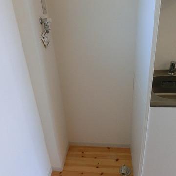 洗濯機はこちらに ※写真は2階の似た間取りの別部屋